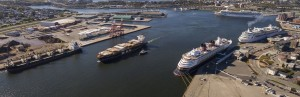 Cruise and Cargo - 5 ships Oct 4 2016